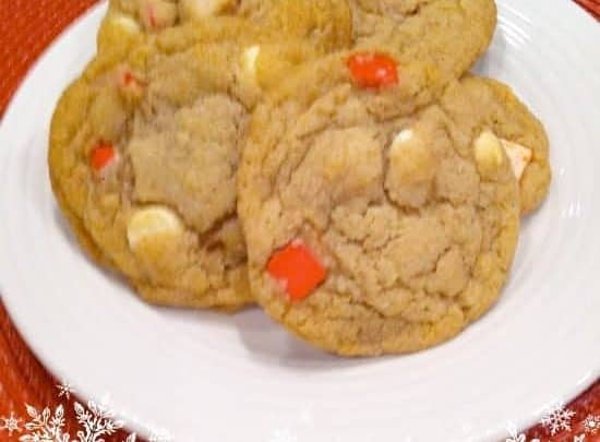 White Chocolate and Peppermint Crunch Cookies | Organized Island