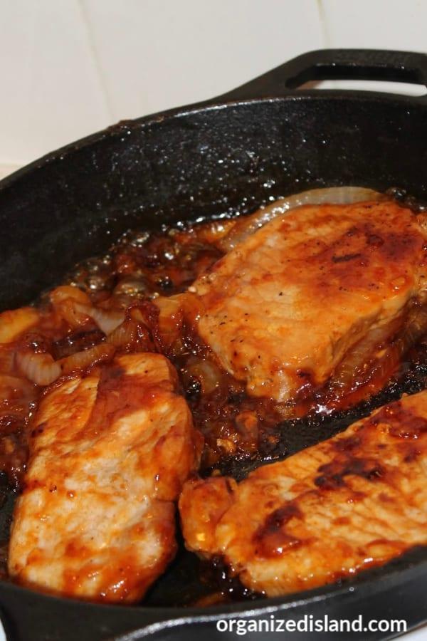 Skillet pork chops with glaze