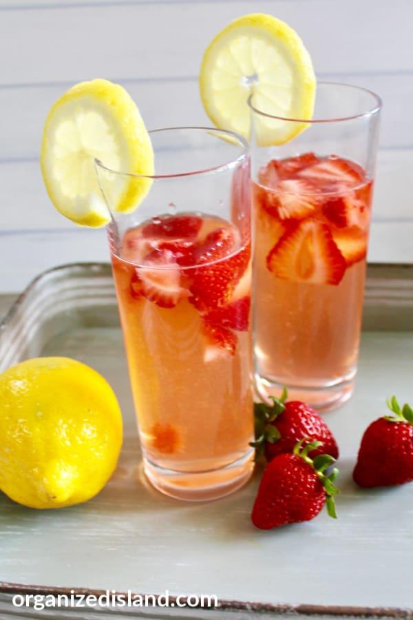 Fresh strawberry lemonade recipe from scratch