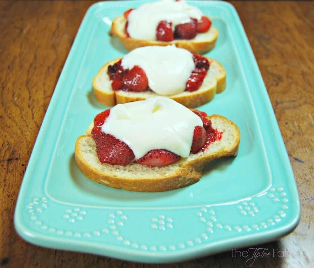 30+ Amazing Brunch Recipes with Fresh Fruit - Roasted Strawberry Crostini