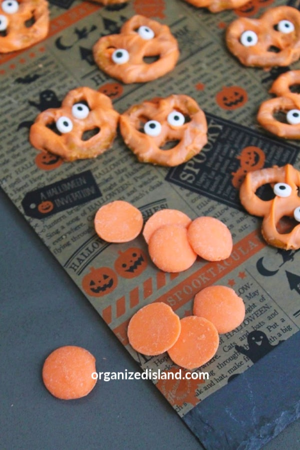 Halloween candied pretzels Last Minute Halloween Party Ideas