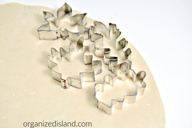 how to use cookie cutters on pie crust