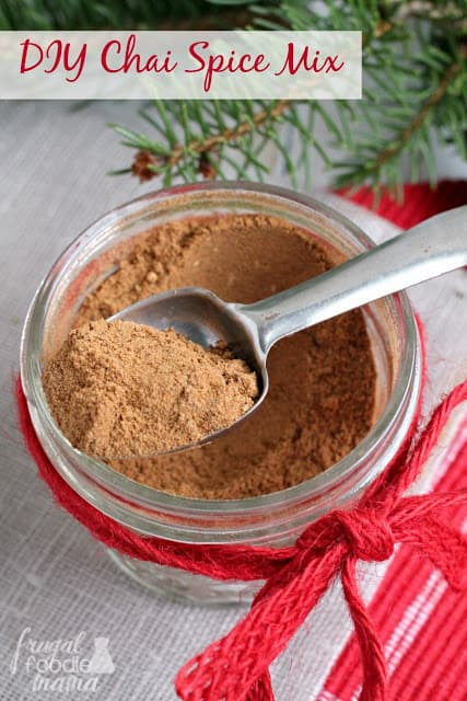 Simple Coffee & Cocoa gift ideas - jar with chai spice mix and scoop