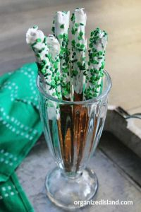 St. Patricks Day Dessert Pretzels