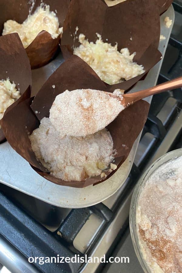 Crumb apple muffins