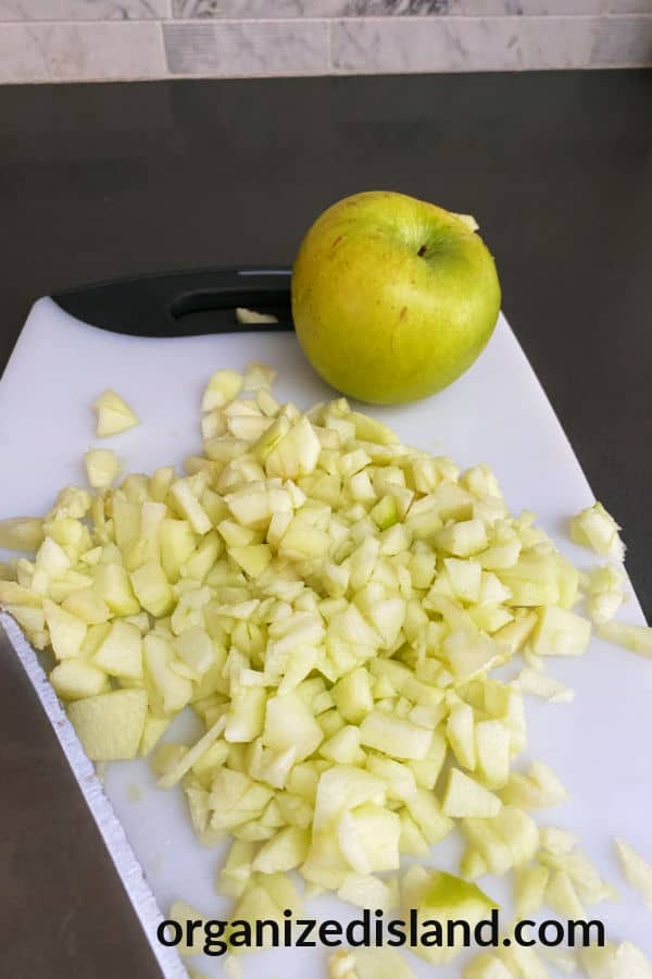 How to dice apples for baking