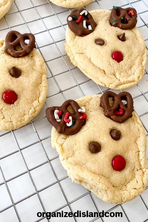 how to make reindeer cookies with pretzels