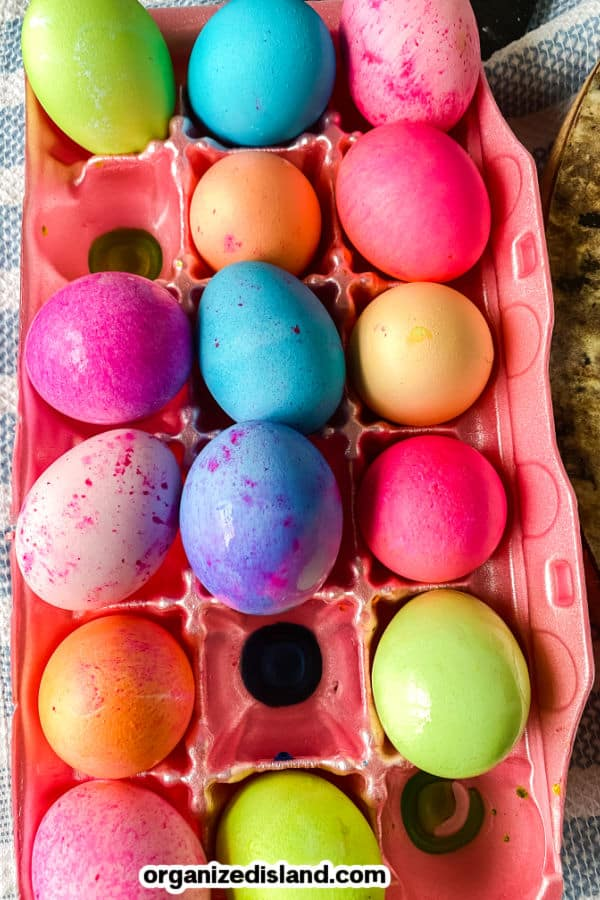 How to dye eggs with food color