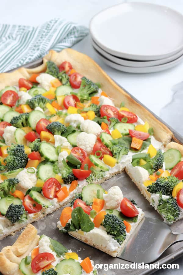 vegetable pizza appetizer with cream cheese, broccoli, tomatoes and peppers