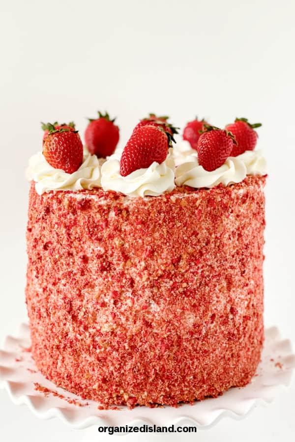 Easy Strawberry Crunch Cake
