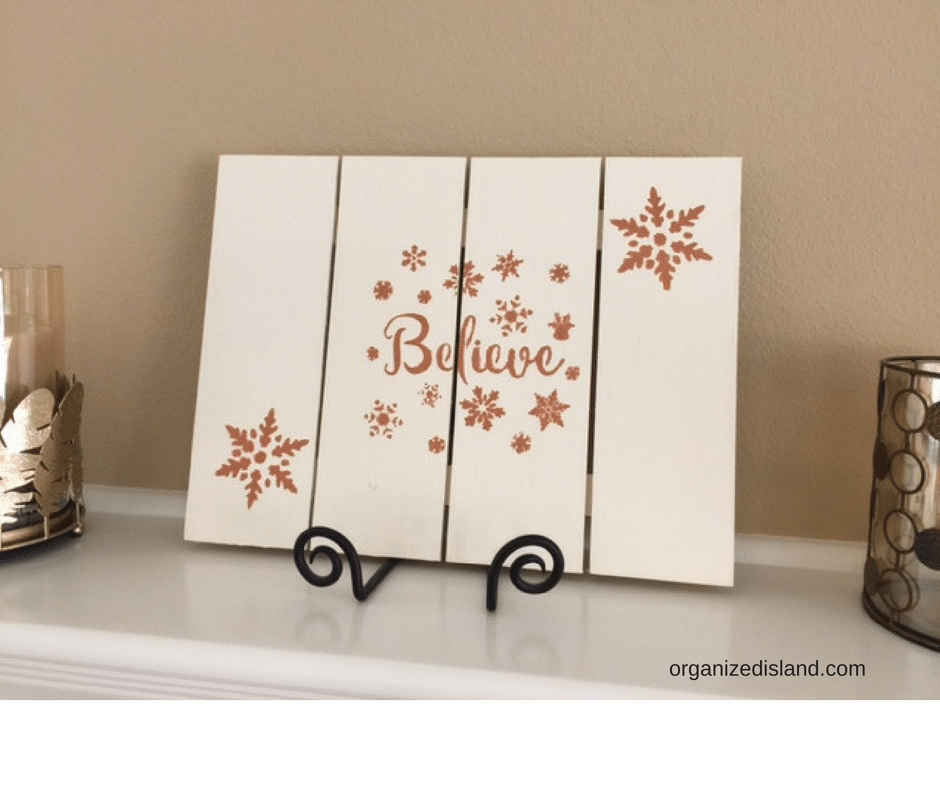 Painting a wood pallet plaque