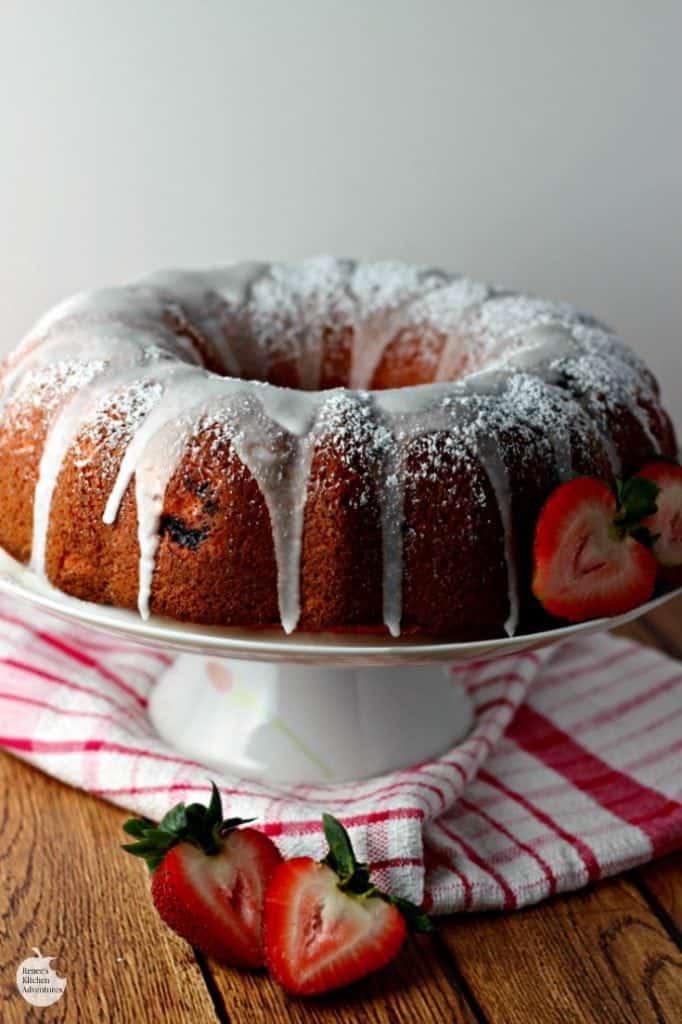 Easy Strawberry Bundt cake HERO