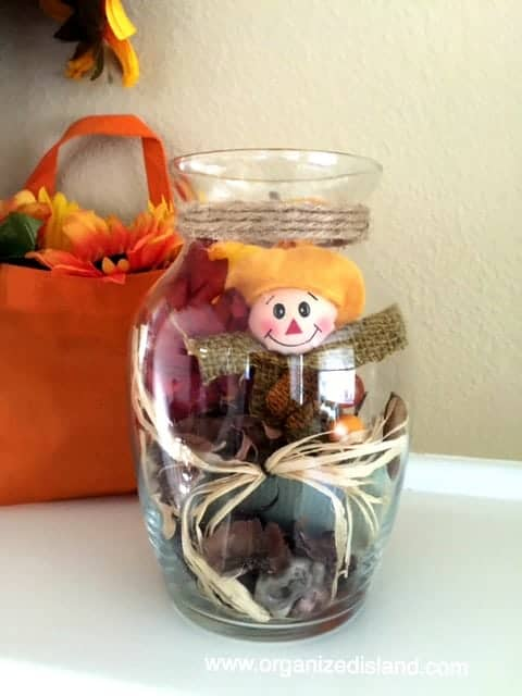 Looking for some cute ideas to decorate for fall with scarecrows? Check out this simple craft idea.