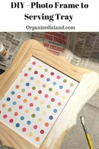 What to bring in some of the warm summer indoors? Decorate with this fun DIY tutorial to turn a picture frame into a serving tray.