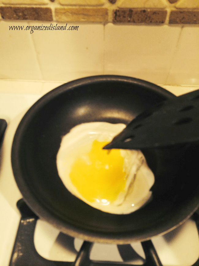 making-egg-breakfast