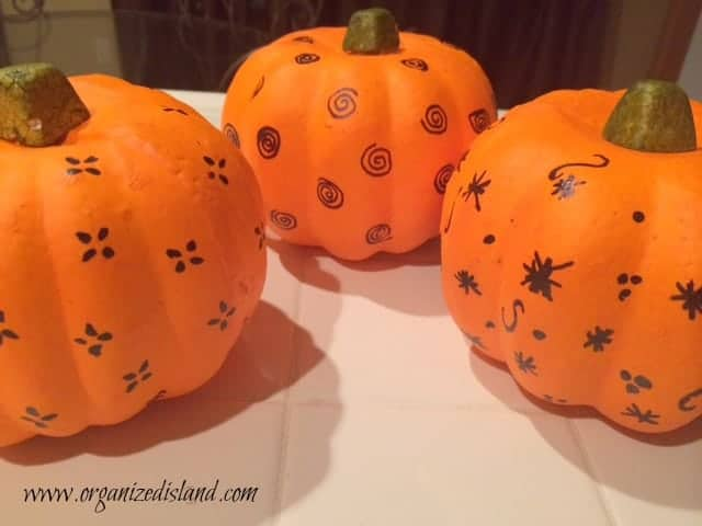 Sharpie-decorated-pumpkins