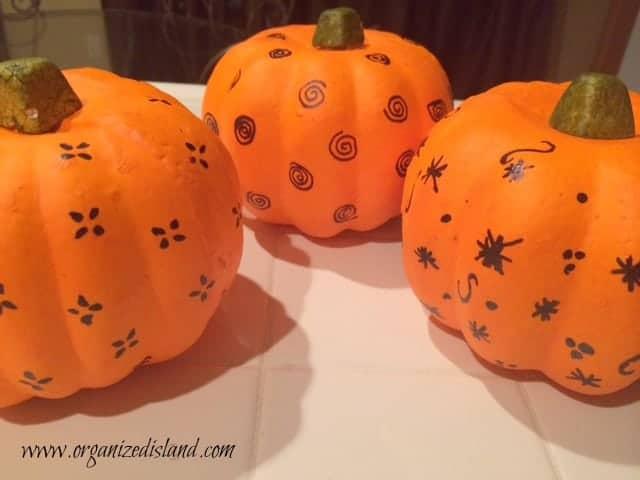 Sharpie-decorated-pumpkins