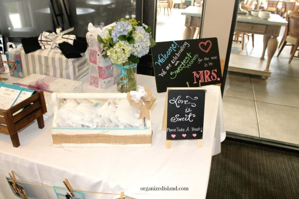 Great ideas for bridal shower activities and games. Ways to make the wedding shower memorable!