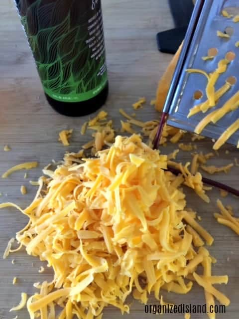 A tasty beer cheese recipe that is a perfect appetizer for game day or tailgating