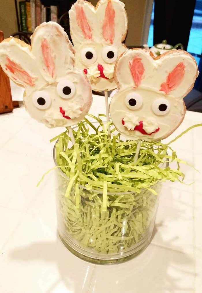What a fun Easter surprise! These bunny pop cookies are so easy to make!