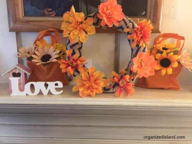 These easy fall decorating ideas are not only simple, they are cheap too! Lots of great fall decorating ideas here.