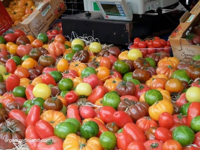 Farmers Market shopping list tips to save money and time.