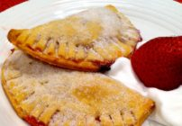 Ever wonder how to make fruit empanadas? They are super easy! Check out this quick and easy recipe!