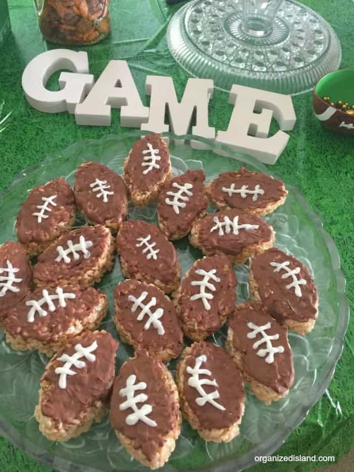 Looking for a fun and easy game day snack? These football rice cereal snacks are tasty and fun!