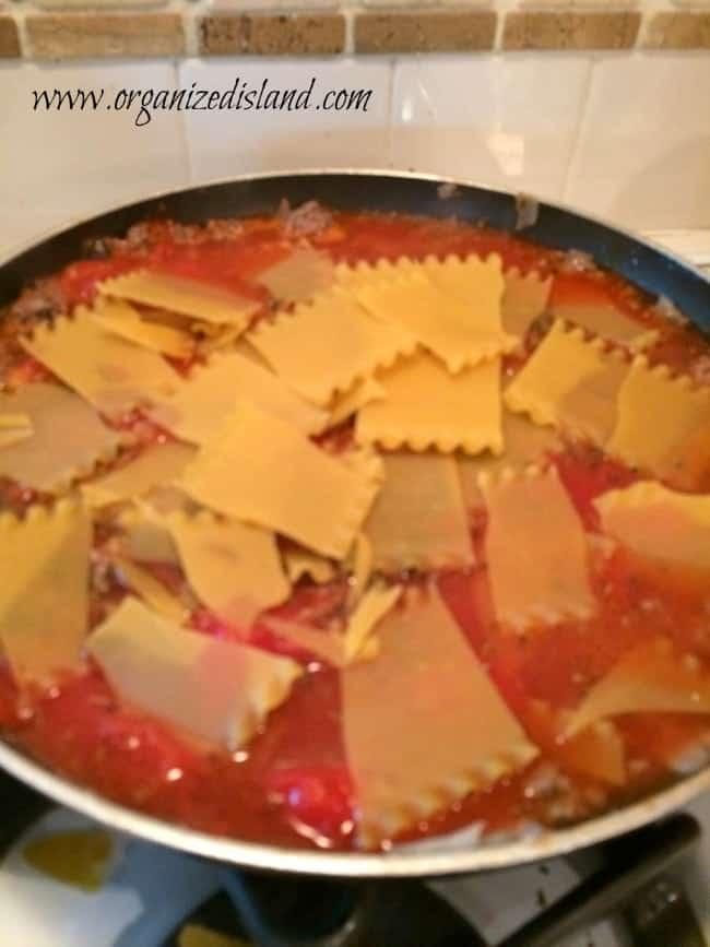 skillet-lasagne-stove
