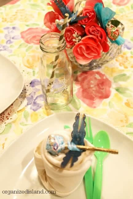 Tips on tea party menus, decorations and tea party scone recipe.