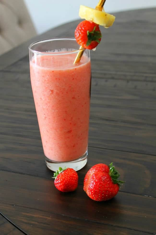 A delicious Pineapple Strawberry smoothie recipe that does not have yogurt. Wonderfully fruitful and delicious!