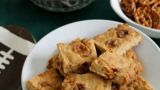easy-bar-cookies-with-candy