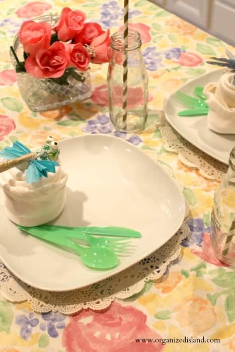 This fun spring time decor idea is easy to do and so cute for a placesetting or party table!