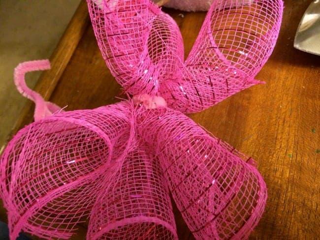 tying mesh bows